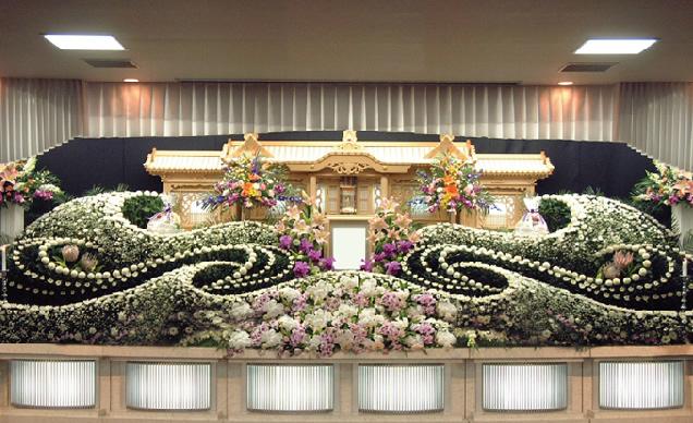 祭壇イメージ ◆ 祭壇飾り(幕装飾り、祭壇設営、祭壇生花飾り) ◆ 枕飾り一式 ◆ 納棺用具一式